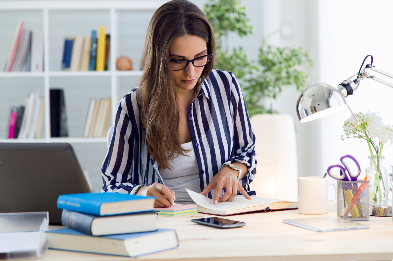 Illuminazione nei luoghi di lavoro: come migliorarla